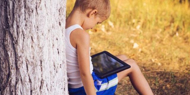 ¿Debemos rescatar a los niños del mundo digital?